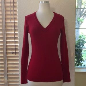 Autumn Cashmere beautiful deep red vneck pullover
